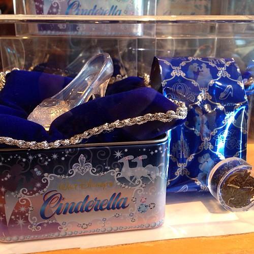 ガラスの靴がついたセイロンティー。1000円。