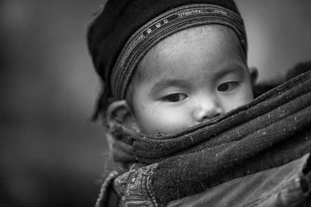 Vietnam: jeune enfant; ethnie des Lolo Noir.