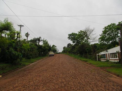 San Ignacio et ses rues pavées recouvertes de terre rouge