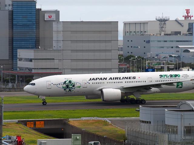 JAL Boeing 777-200 JA8984
