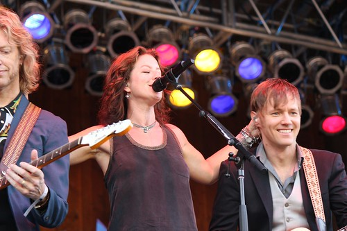 Sarah McLachlan and guitarists