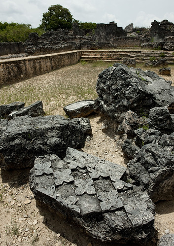 voyage africa travel history coral rock architecture tanzania outdoors photography sandstone ruins photographie muslim islam ruin nopeople palace historic unescoworldheritagesite ruine histoire palais archeology swahili afrique ruines archeologie historique eastafrica musulman pleinair tanzanie exterieur coralstone chittick colorpicture placeofinterest photocouleur afriquedelest kilwakisiwani colourpicture lindiregion husunikubwapalace sultanalhasanibnsulaiman eastafricancoast 0017tanzania