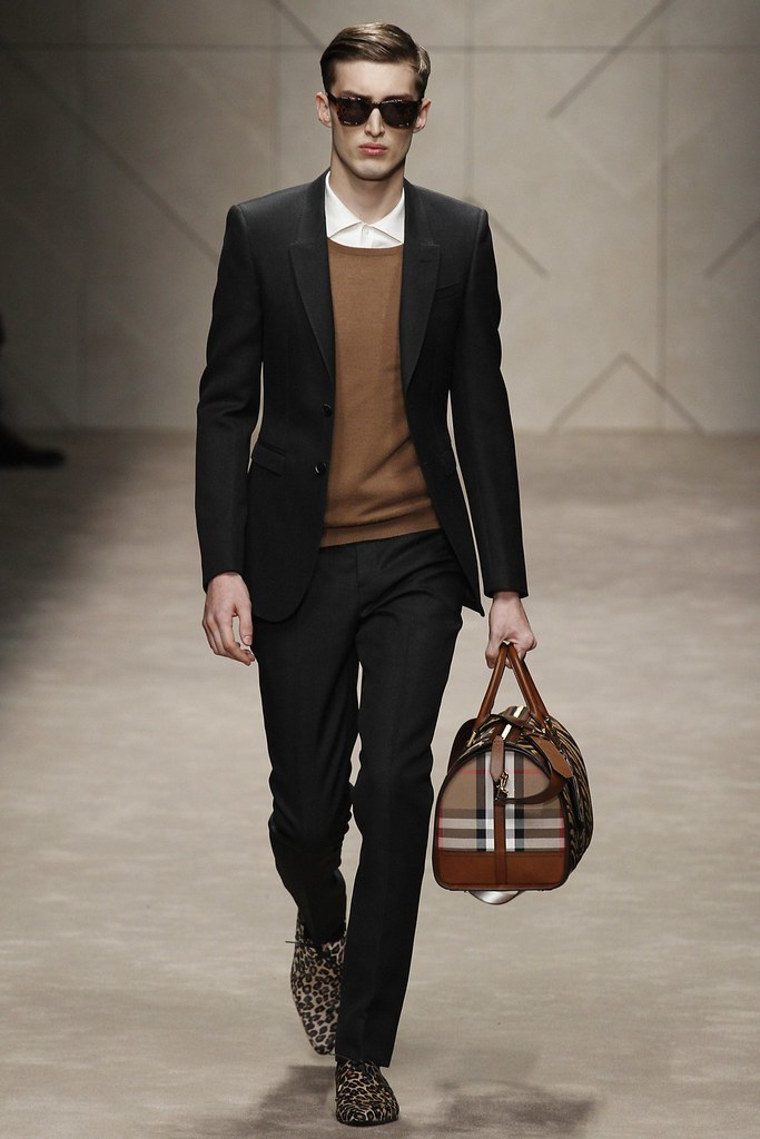 FW13 Milan Burberry Prorsum002_Charlie France(VOGUE)