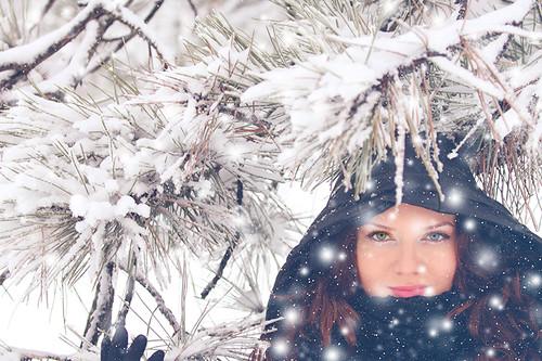 winter portrait woman snow canon romania canonef70200mmf28lusm mogosoaia muntenia canoneos50d canon50d ilfov