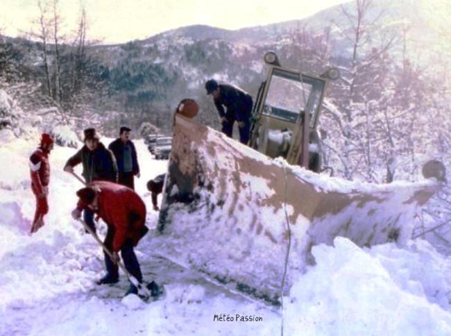 chasse-neige en difficulté après la neige des 30 et 31 janvier 1986 météopassion