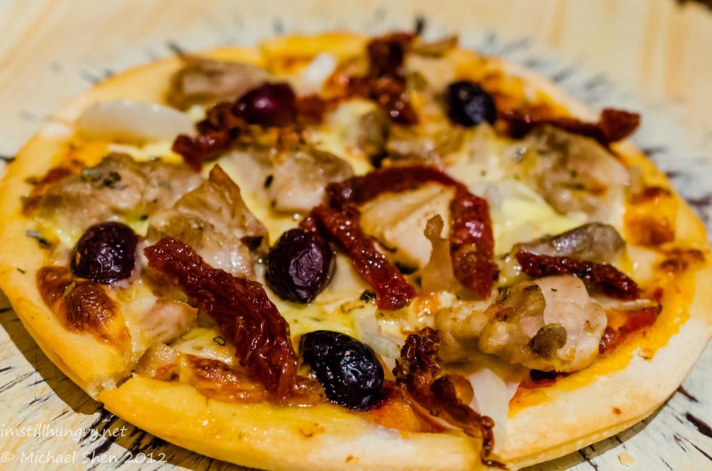 Encasa Ibiza Chicken Pizza - Sun Dried Tomato, Onion & Olives