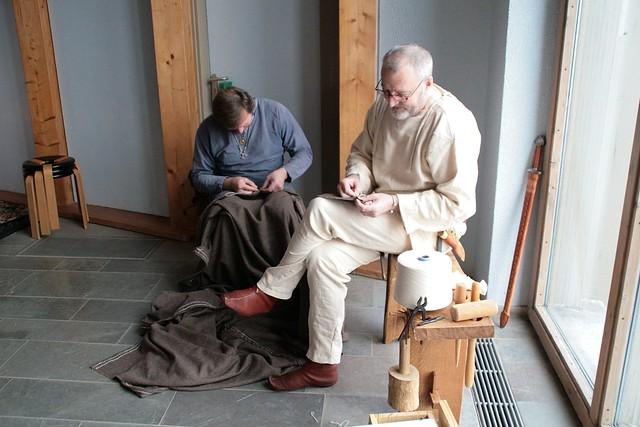 Nähaktion in der Schiffshalle - Wikinger Museum Haithabu WMH 26-01-2013
