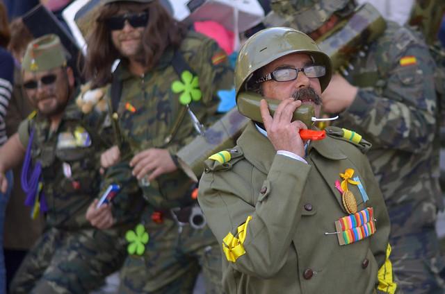 Chirigota disfrazados de militares en Carnaval de Cádiz