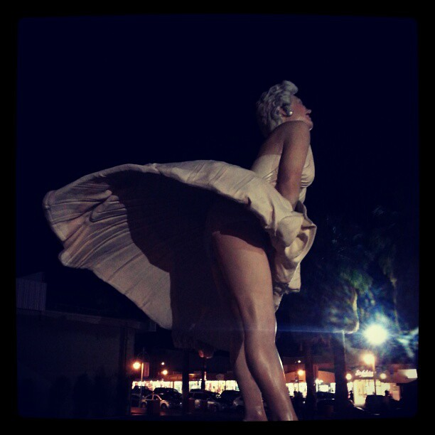 Marilyn monroe upskirt flash