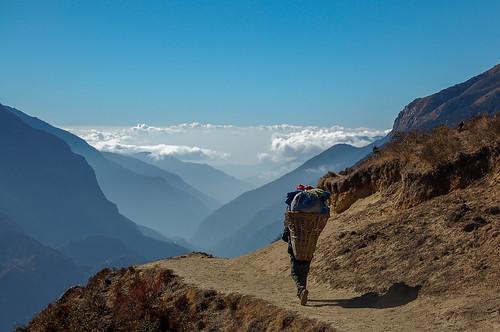 Khumbu_Walking_2