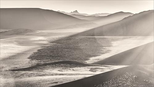 blackandwhite bw sunrise landscape sand desert zwartwit dune namibia landschap woestijn namibie dune45 zonsopkomst hardap namibnaukluftnp zandduin