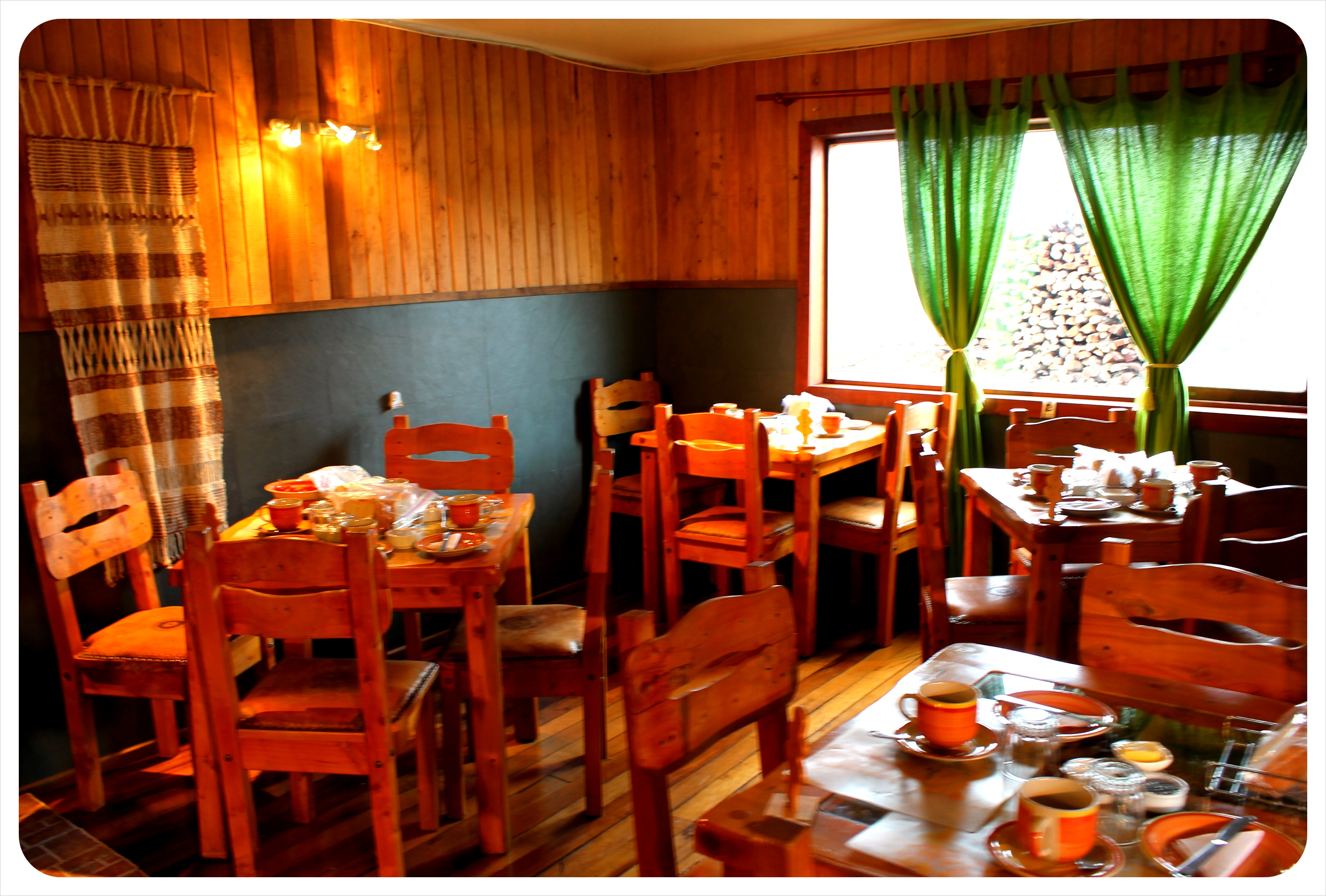 bosque nativo valdivia breakfast room