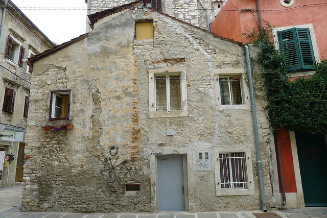 Old Pula's houses