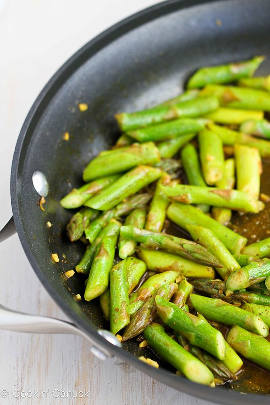 This 5-Ingredient Asparagus Recipe with Curry Sauce is a breeze to make! 47 calories and 1 Weight Watchers SmartPoint #recipe #healthy