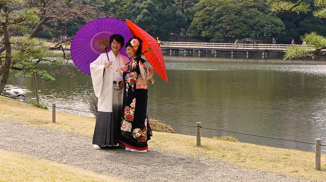 Hamarikyu Garden : Japanese couple in traditional attire