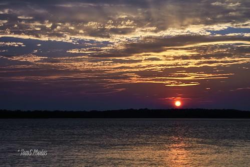 sunset river water summer jamesriver virginia citypoint purple sky landscape nature naturelover natureseeker cloudporn virginiarivers virginiasunsets summersunset settingsun virginiasummer
