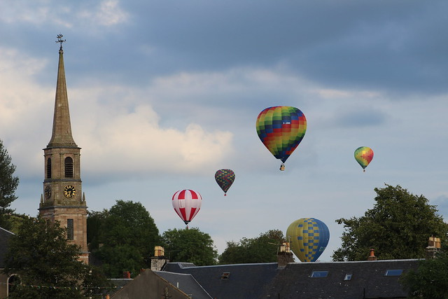 Beautiful balloon launches and scenery at Strathaven Balloon Festival