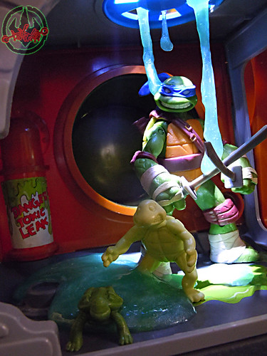 Nickelodeon  TEENAGE MUTANT NINJA TURTLES :: MUTAGEN OOZE xxiii  / BONUS MINI TURTLE LEO (( 2013 ))