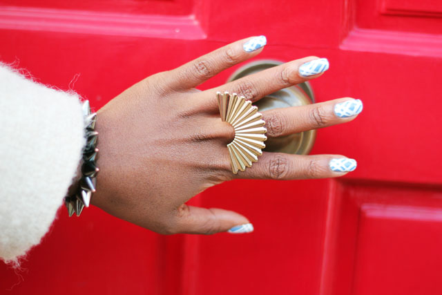 Check nail art Monki deco ring