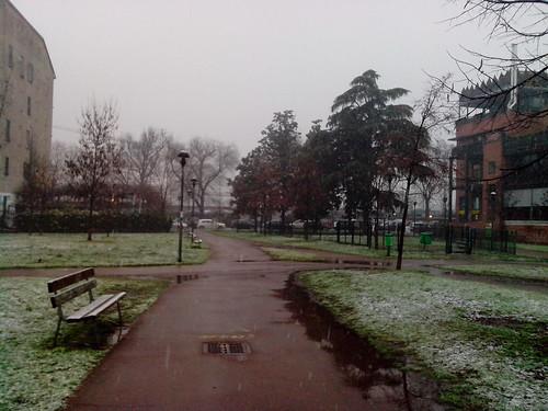 Leggeri fiocchi di neve al parco by Ylbert Durishti