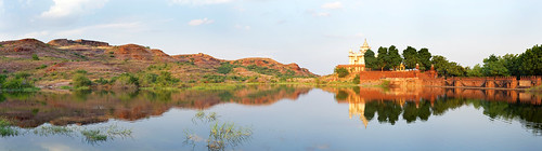 panorama india lake landscape hills cenotaph rajasthan jodhpur reallyrightstuff ptgui jaswantthada 5d2 leica35mmf14
