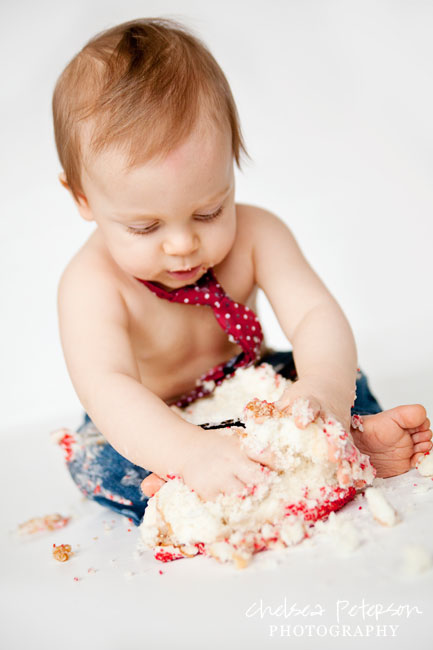 red-spinkles-smash-cake-photoshoot-chelseapetersonphotography.com