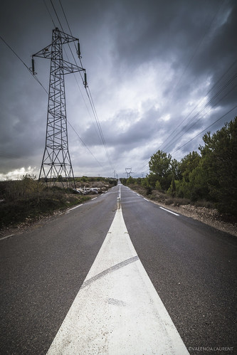 road storm electric clouds canon alone paca route 5d provence nuage chemin orage ligne mark2 electrique 14mm samyang marquage