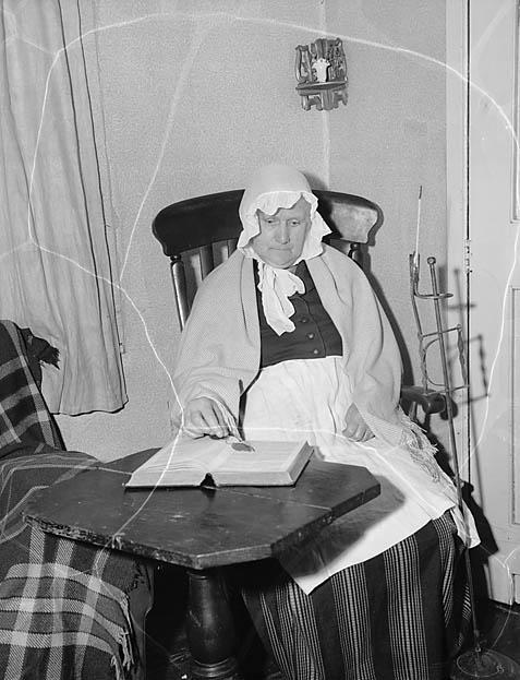 Mrs Emily Evans, Llanrhaeadr-ym-Mochant wearing traditional Welsh dress
