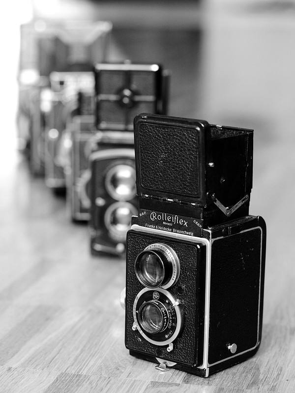 Original Rolleiflex (1929) – The pioneer of roll-film TLRs