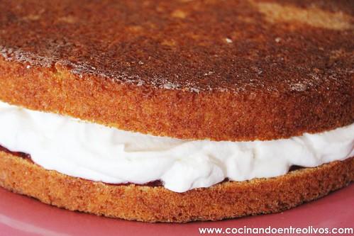 Victoria Sponge Cake www.cocinandoentreolivos (23)