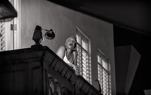 Awilda en el balcón