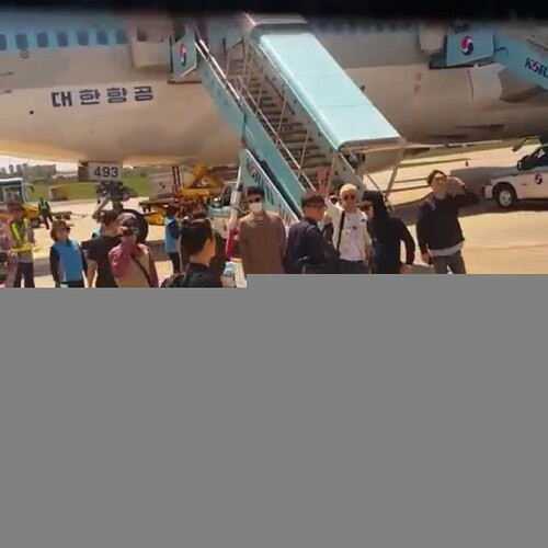 Big Bang - Jeju Airport - 19may2015 - chang_m_i_n - 04 (1)