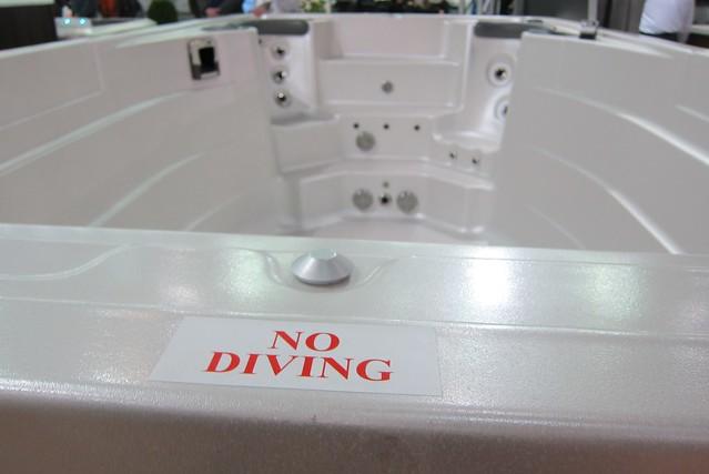 Hot tub - no diving