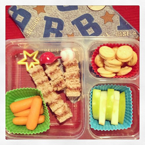 Baseball Wednesday - #whatsforlunch pb&j skewers, carrots, apples and cheese crackers #funbites #smartkin #kidslunch #simplysweetscakestudio