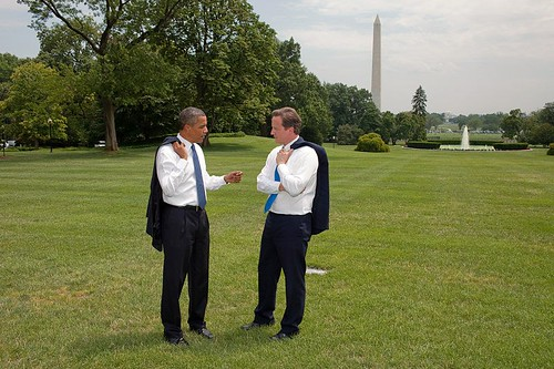 800px-Barack_Obama_and_David_Cameron_on_White_House_South_Lawn
