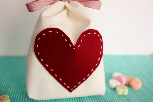 DIY-muslin-valentines-day-treat-bag