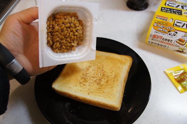 食パンに納豆