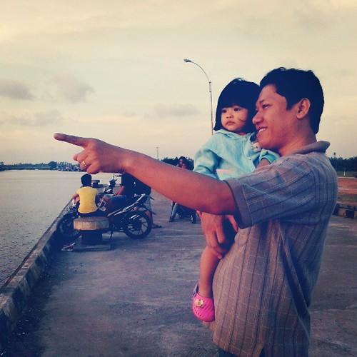 Jalan2 sore bareng my family #2013 #maret #mempawah #instadroid #mito by Freddy Hernawan