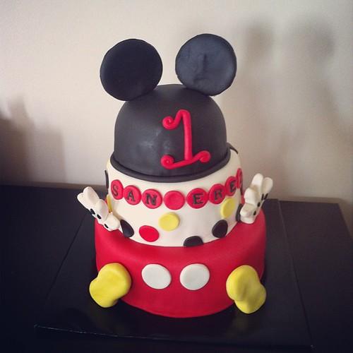 #birthdaycake #mickeymousecake#sugarpaste #sugarart #sekerhamurlupastalar #1stbirthdaycake by l'atelier de ronitte