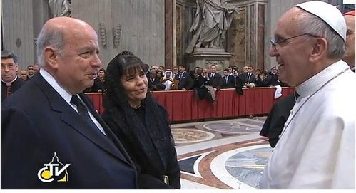 OAS Secretary General Greets the Pope in Rome