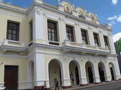 2013-01-cuba-069-cienfuegos-teatro tomas terry