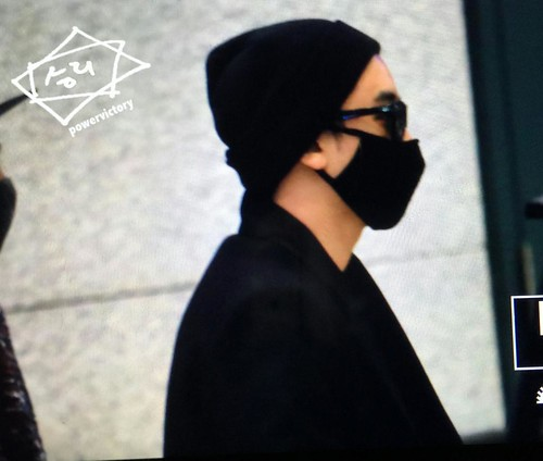 Big Bang - Incheon Airport - 22mar2015 - Seung Ri - Power Victory - 01