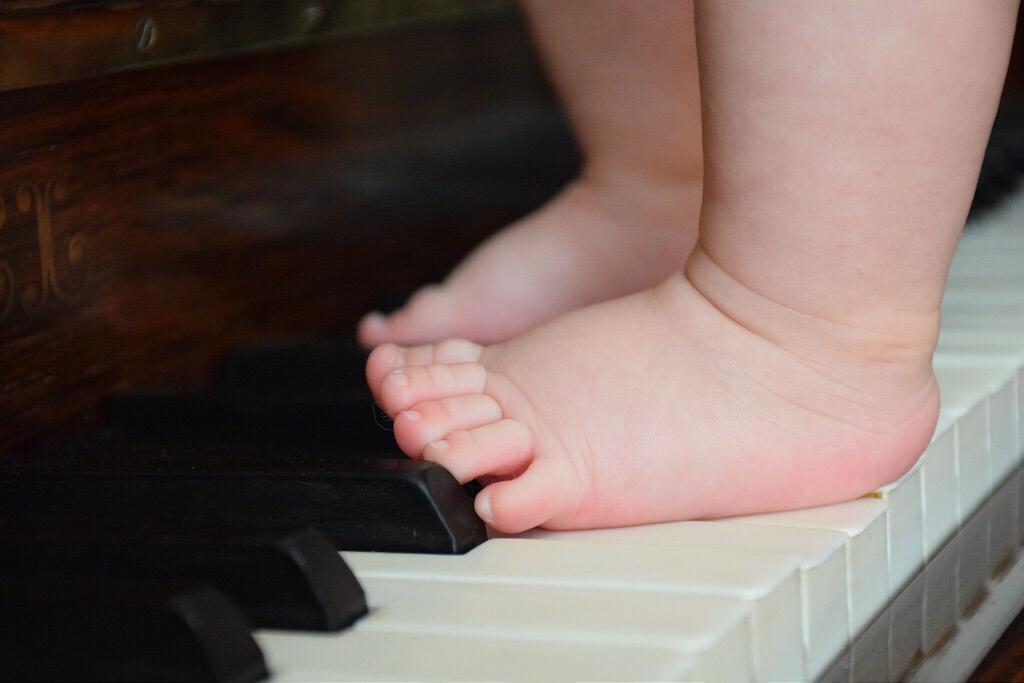Eva en el piano.