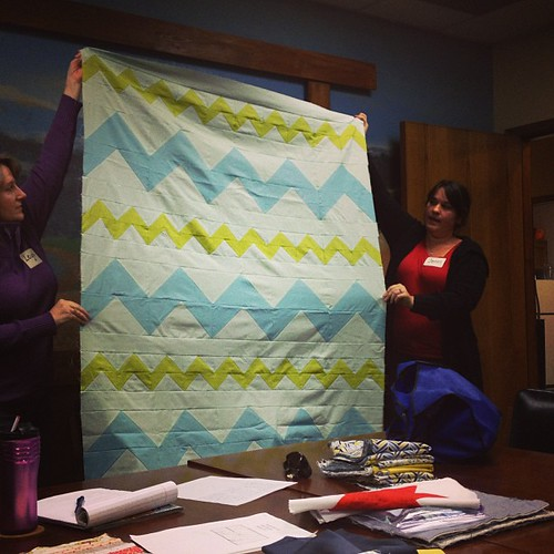 Jennifer @jenniffier beautiful zig zag quilt #sacmqg