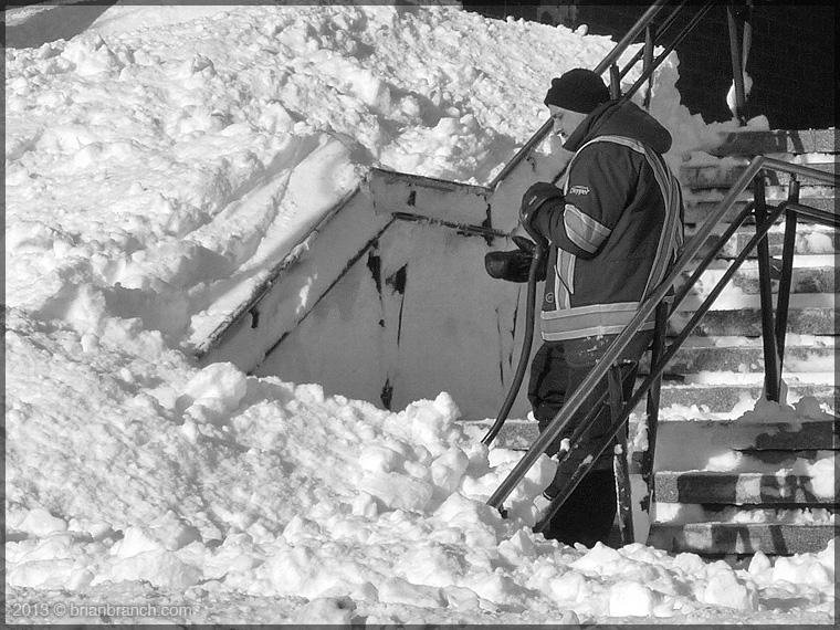 P1290863_snow_shoveler