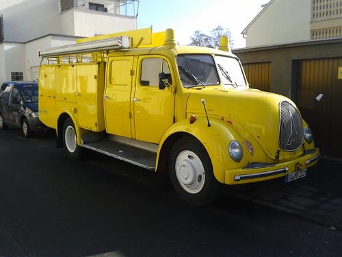 Gelbes Feuerwehrauto in Troisdorf