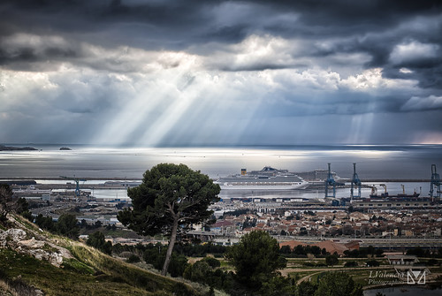 sea costa mer seascape storm france port canon boats marseille cloudy pins paca pines provence hdr sud colline hdri tourisme marseilles magiclantern godrays croisière nuageux godray sudest portautonome 5dmark2 cruisingboat laurentvalencia raygods