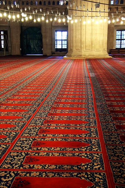 Carpet in Selimiye Mosque, Edirne, Turkey エディルネ、セリミエ・モスクの絨毯