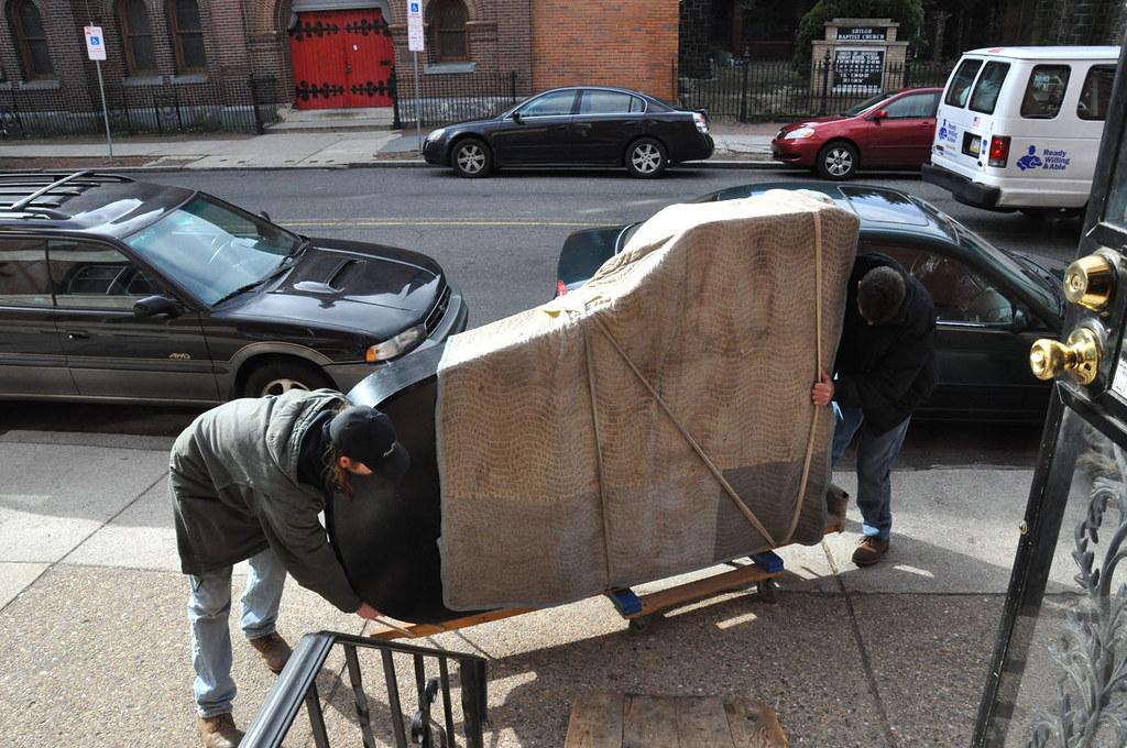 transport pianina na pasach