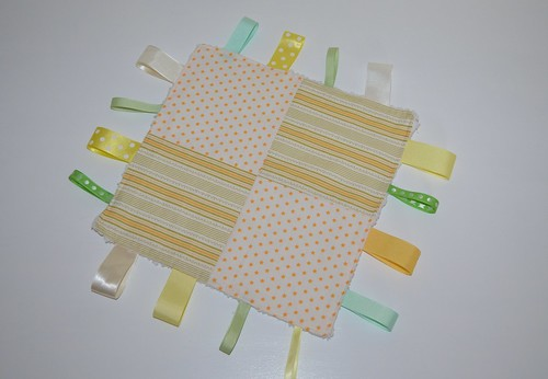 Ribbon tag blanket